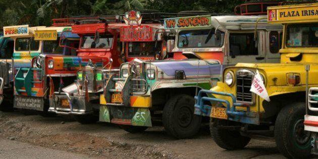 Les jeepneys, ces jeeps devenues des œuvres d'art dans les rues des Philippines