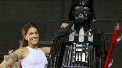Une star du porno construit un Darth Vader géant avec des jouets