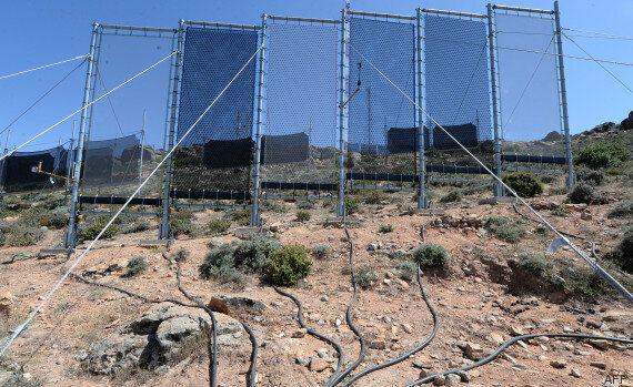 Maroc: de l'eau obtenue en «moissonnant» le brouillard grâce à d'immenses filets