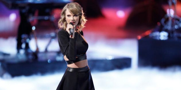 THE VOICE -- 'Live Show' Episode 715B -- Pictured: Taylor Swift -- (Photo by: Tyler Golden/NBC/NBCU Photo...