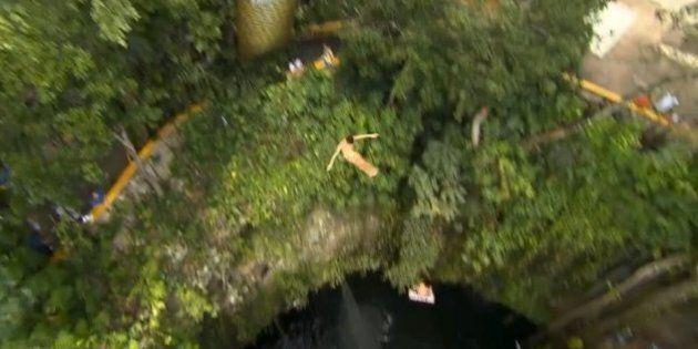 Red Bull Cliff Diving: des plongeons acrobatiques de 27 mètres de haut dans la nature