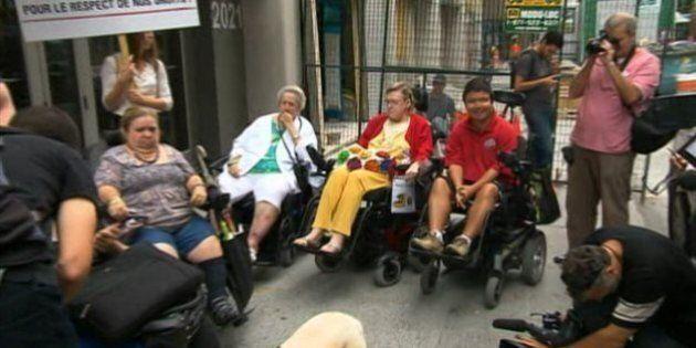 Mammographie en fauteuil roulant: le RAPLIQ manifeste devant le ministère de la