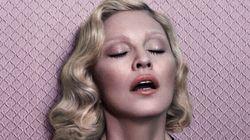 Madonna pose seins nus et se confesse dans le magazine