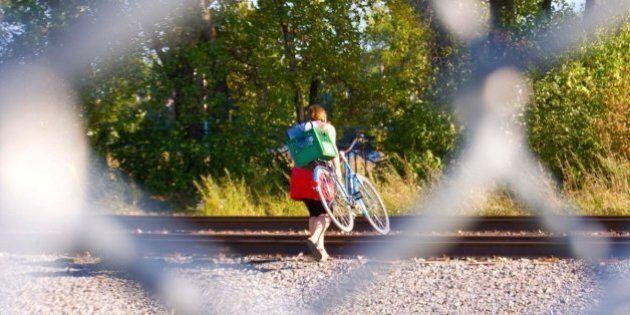 Un photographe pose son objectif sur les traverses illégales de la ligne du CP à Montréal
