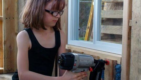 À 9 ans, elle construit des refuges pour les sans-abri de sa ville