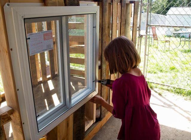 Elle construit des refuges pour les sans-abri de sa ville à 9 ans