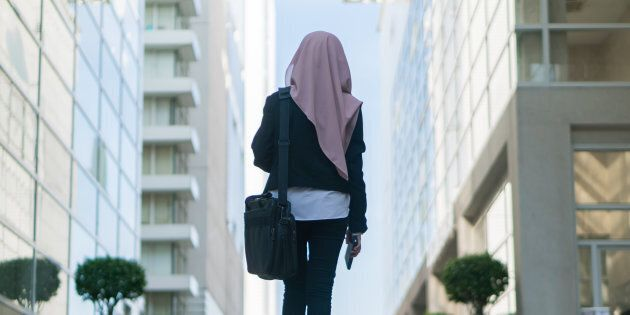 Le hijab est politique, comme le confirme la grande majorité des musulmans, et ce, depuis fort longtemps. Il faut par conséquent que les autres partis politiques au Québec, au Canada et ailleurs dans le monde soient autorisés à ce que leurs membres exhibent, eux aussi leurs symboles politiques.