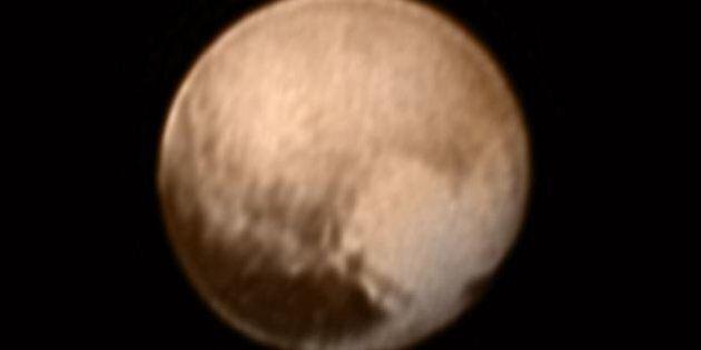 La Nasa reçoit une photographie de Pluton, prise par une sonde spatiale, sur laquelle on peut voir un...