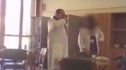 La vidéo de Berlusconi effectuant ses travaux d'intérêt