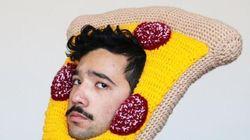 Un Australien tricote des bonnets insolites en forme de nourriture