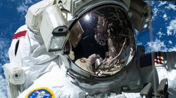 De l'eau dans le casque d'un astronaute de