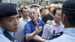 Hong Kong: des hommes masqués attaquent un site occupé par les