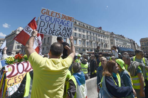 Des gilets jaunes manifestant à Marseille le 4 mai