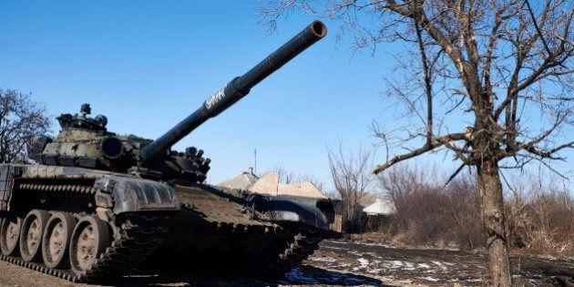 VUGLEGIRSK , UKRAINE - FEBRUARY 18: Pro-Russian rebels take position on the road to Debaltseve on February...