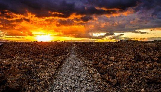 Les superbes ruines de la grande route abandonnée de