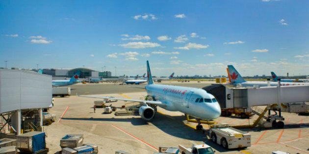 Les agents de bord d'Air Canada veulent se protéger du virus