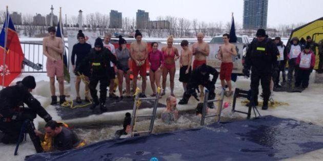 On saute dans l'eau glacée du fleuve pour le Défi de l'ours