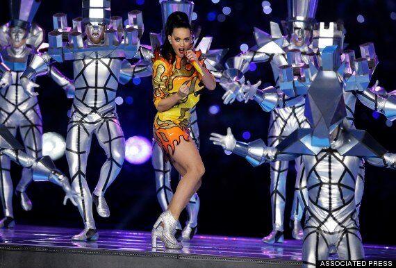 Super Bowl 2015: les internautes s'amusent avec les costumes de Katy