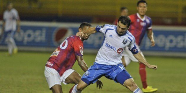 Elder Figueroa (L) of C.D. Fas of El Salvador vies the ball against Dilly Duka (R) of the Montreal Impact during their match for the CONCACAF Champions League at the Cuscatlan Stadium in San Salvador, El Salvador on August 20, 2014. AFP PHOTO/Jose CABEZAS        (Photo credit should read JOSE CABEZAS/AFP/Getty Images)