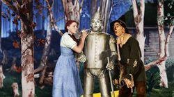 Exposition des costumes de films célèbres à Los