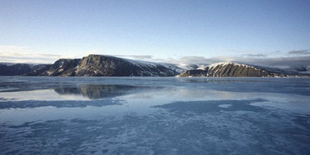Un village inuit se tourne vers la justice pour bloquer la prospection pétrolière dans l'Arctique