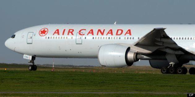 Les agents de bord d'Air Canada traînent Ottawa devant les