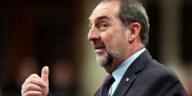 Élections fédérales: Denis Lebel invite les représentants syndicaux à se
