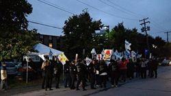 Gaétan Barrette accueilli par des manifestants à