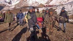 Avalanches au Népal: les sauveteurs ont élargi leurs