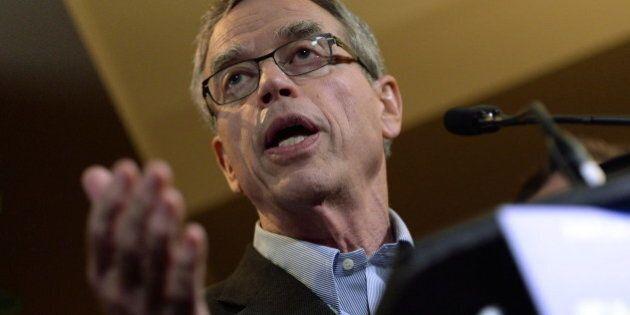 Ottawa: le ministre des Finances Joe Oliver reporte le dépôt du budget fédéral en