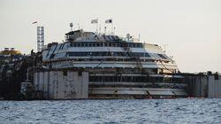 Le renflouement du Costa Concordia a débuté en Italie