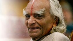 Le grand maître de yoga indien BKS Iyengar est