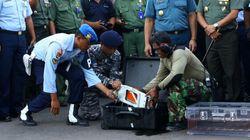 Les deux boîtes noires de l'avion d'AirAsia remontées à la