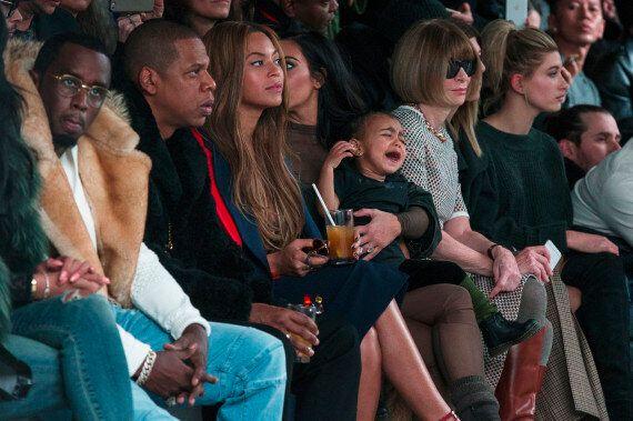 La fille de Kanye West fait une crise pendant le premier défilé de son