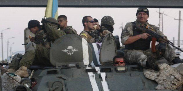 A column of Ukrainian paratroopers stops for a rest in Druzhkivka, Donetsk region on August 19, 2014....