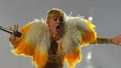 Miley Cyrus offusque le Mexique en se faisant donner la fessée avec le drapeau national