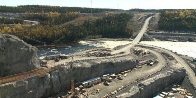 Des ouvriers au chômage bloquent l'accès au chantier de la