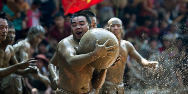 Vat Cau Nuoc, le festival traditionnel de la boue au Vietnam