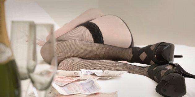 Elle veut financer ses implants mammaires en ayant des relations sexuelles avec 25