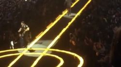 U2: The Edge tombe de la scène à Vancouver