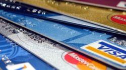 Les Canadiens délaissent l'argent comptant pour les cartes de