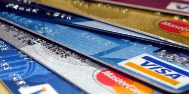 Les Canadiens délaissent l'argent comptant au profit des cartes de