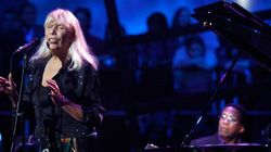 La chanteuse Joni Mitchell hospitalisée à Los