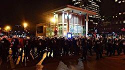 Une manifestation de nuit pacifique à