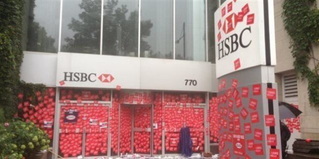 Projet de loi 3: les bureaux d'Yves Bolduc et de Sam Hamad tapissés