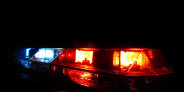 Rage au volant: un individu en fuite après avoir blessé un homme à une