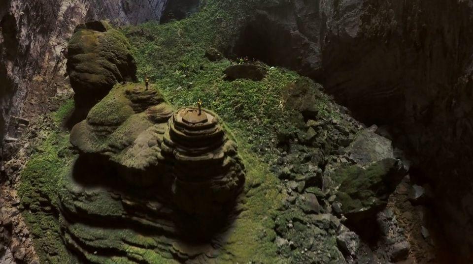 Un drone capture des images saisissantes d'Hang Son Doong, la plus grande caverne du monde