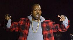 Un fan de Kanye West en fauteuil roulant surfe sur la foule