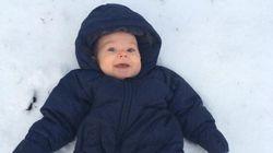 Ces bébés expérimentent la neige pour la toute première fois