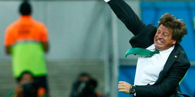 Coupe du monde 2014: les célébrations de buts de Miguel Herrera, le sélectionneur du Mexique, amusent...
